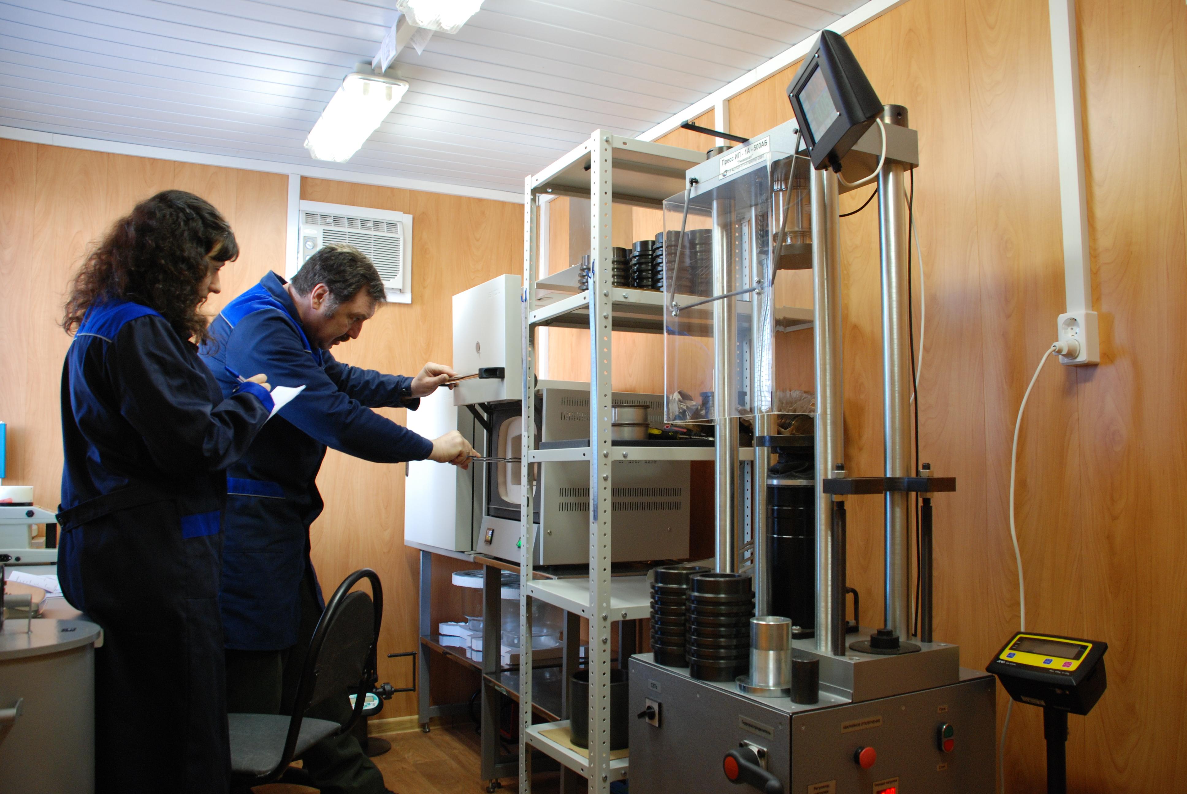 Лаборатория по испытанию асфальта, битума, бетона, щебня, песка